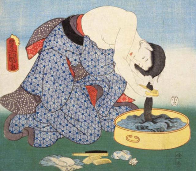 米ぬかで髪を洗う江戸時代の女性